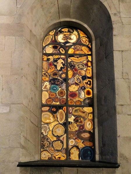 Агатовые витражи  в Цюрихе в соборе Гроссмюнстер
