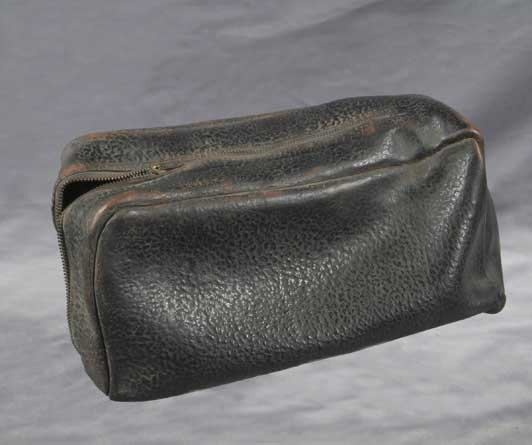 levine-black-shoe-bag