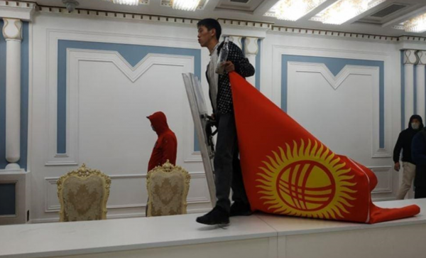 Переворот в Киргизии состоялся: это была самая быстрая цветная революция в