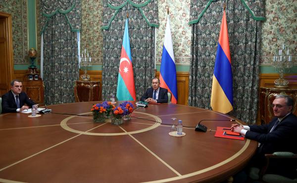 Война в Карабахе 2020 : Баку и Ереван воевали, воевали, а потом пришел лесник и
