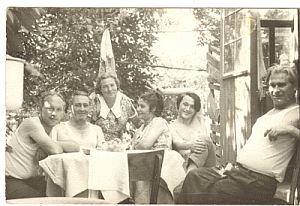 Слева: Володя, Изя, Мишина жена, Валя, Я, Миша