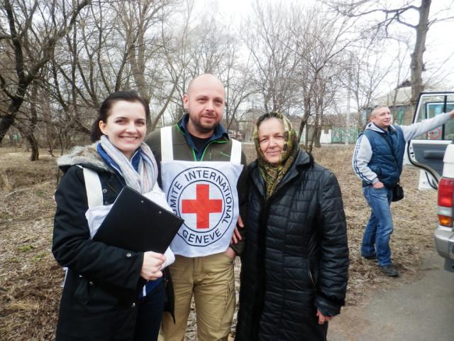 Март Доставка гуманитарного груза от Международного Красного Креста в ольховатскую церковь 2