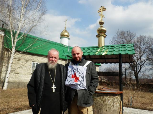 Март Доставка гуманитарного груза от Международного Красного Креста в ольховатскую церковь 3