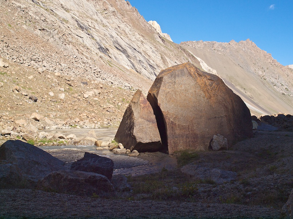 Ashat Boulder