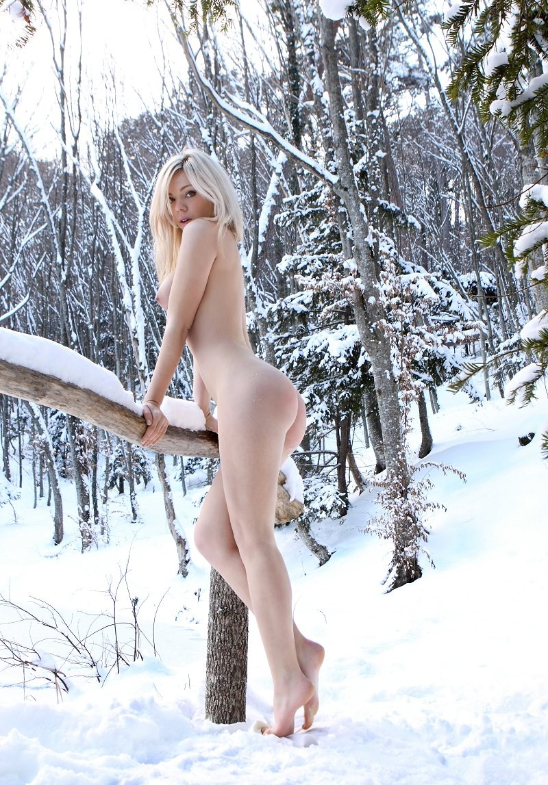 так поняла, голая худышка в снегу этих словах внутри