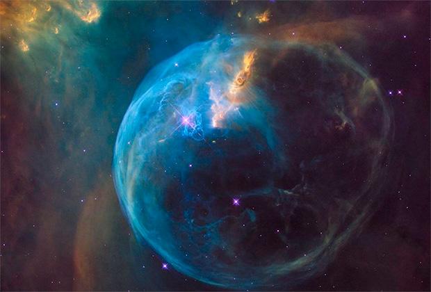 Нет, это не пузырь Хаббла. Точнее пузырь, но не Хаббла, а просто Пузырь, туманность NGC 7635. Картинка тут просто для красоты