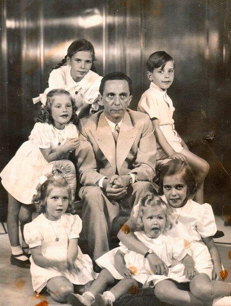 cacheof-image-goebbels-and-children-via-der-spiegel