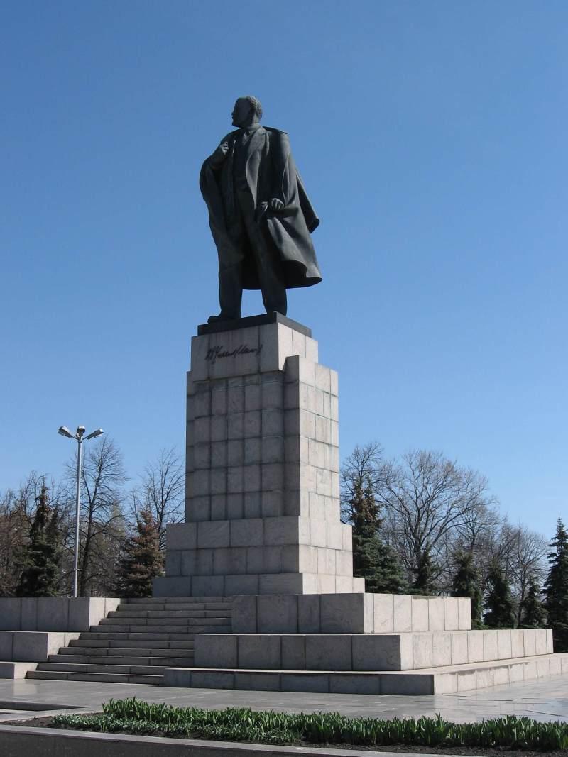 Памятник В. И. Ленину в Ульяновске (2)
