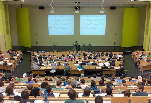 Лекция в Университете.png