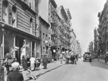 Улица в Ист-Сайде, около 1925-1930 гг..