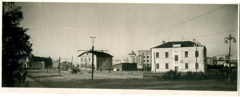 1950-е годы. Улица Цвиллинга. Фотография из альбома группы «Челябинская старина» (социальная сеть «Одноклассники»)