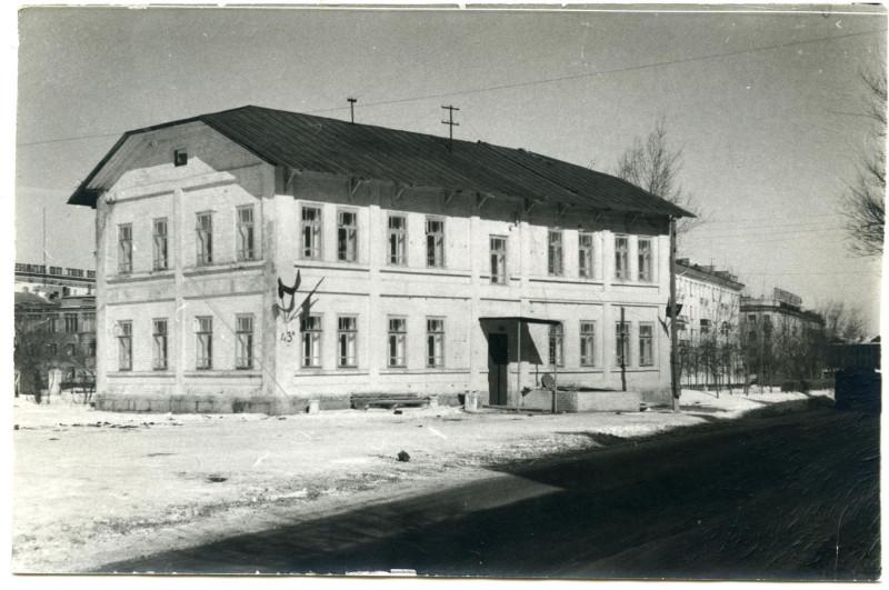 1971 год. Дом по улице Цвиллинга, 43а. Фотография из альбома группы «Челябинская старина» (социальная сеть «Одноклассники»)