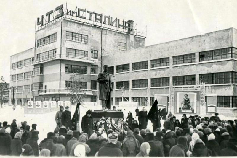 8 марта 1953 года. Из альбома группы «Челябинская старина» (Социальная сеть «Одноклассники»)