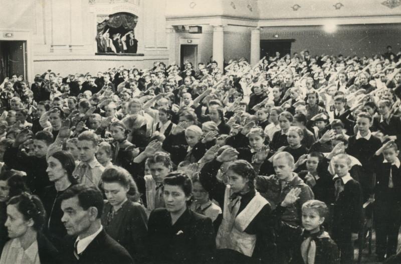 19 марта 1950, Челябинск, слёт юных читателей.