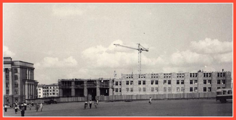 1950-е годы. Начало строительства здания «Челябэнерго».   Источник: https://chelchel-ru.livejournal.com