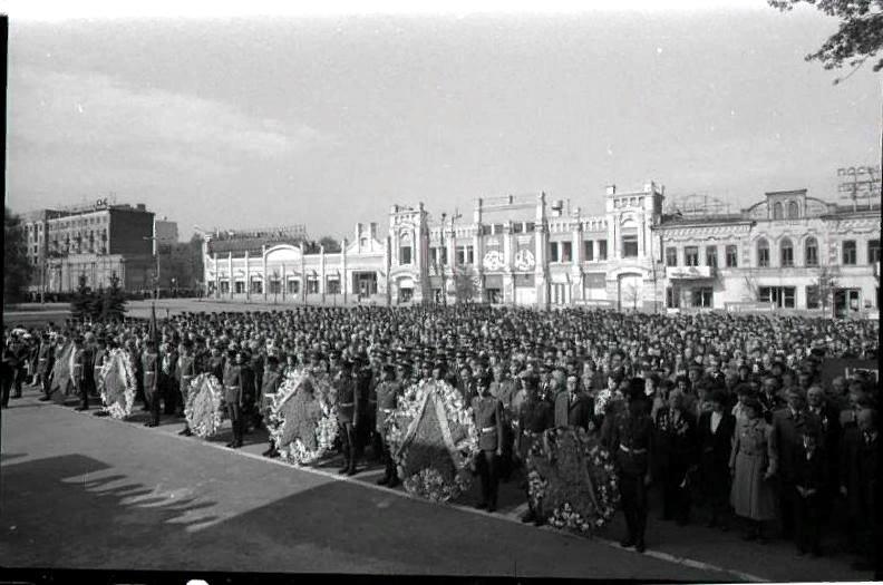 1983 год. Митинг на площади у Почтампта в честь 40-летия УДТК