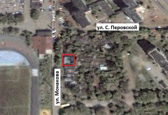Дом находился по адресу г. Челябинск, ул. Монакова, 25. Снимок со спутника 6 октября 2000 г.