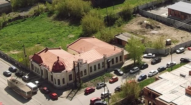 Местонахождение: Брандмауэрная стена располагалась вдоль южного фасада здания по  ул. Пушкина, 1 Источник: http://chelchel-ru.livejournal.com/930717.html#t11078557