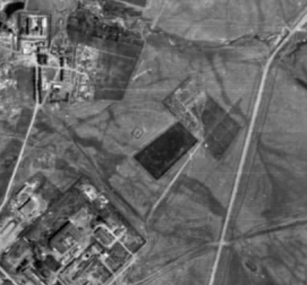 Аэрофотоснимок города Верхнеуральска 1986 года, на котором чётко просматривается редут Верхоуральский (газопровод ещё не проложен)