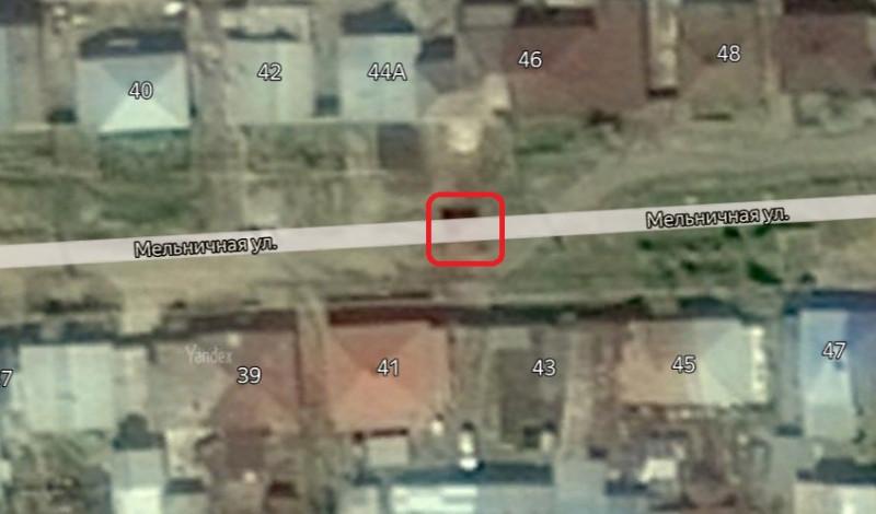 Местонахождение: Челябинская область, г. Миасс, ул. Мельничная, в центре улицы, напротив домов 41-43 и 44а-46