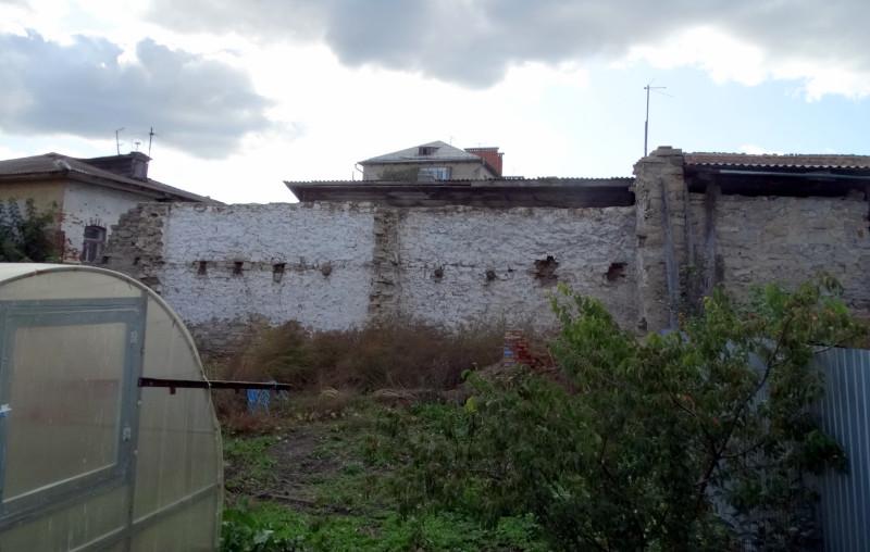 Сентябрь 2019 года. Фото: Ю. Латышев. Место, где находился утраченный жилой дом и остатки хозяйственной постройки.