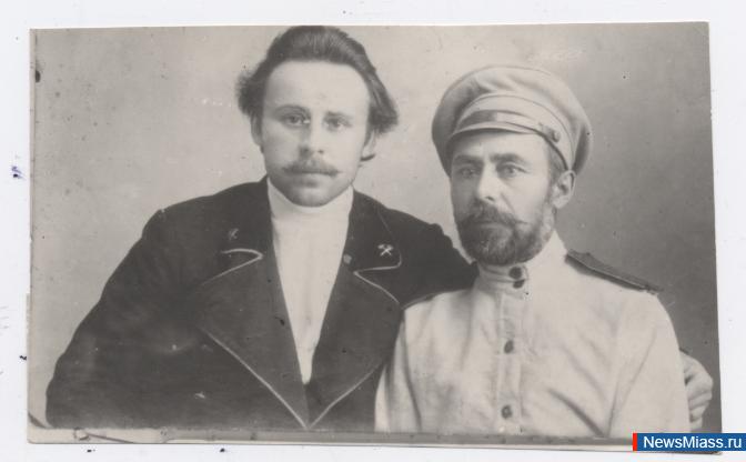 Сергей Уралов (слева) с братом.