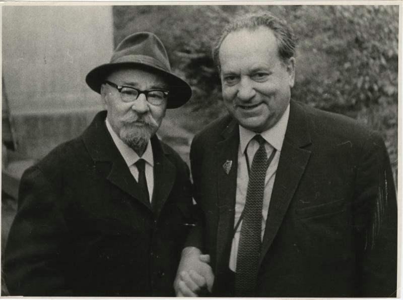 Сергей Уралов справа.