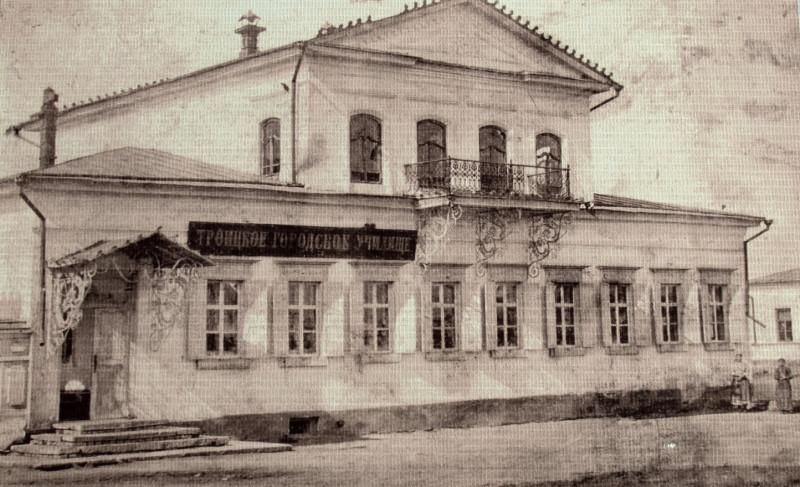 Фото здания 1888 г. В советское время в этом здании располагались ясли-детсад №6 им. Н.К. Крупской. В настоящее время здание используется как многоквартирный дом.
