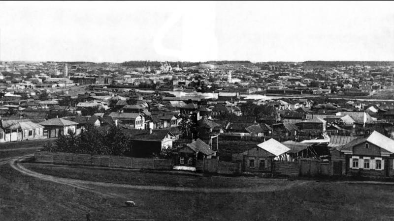 Начало ХХ века. Вид на юг. На переднем плане нечётная сторона улицы Работниц. Слева - перекрёсток с улицей Кыштымской