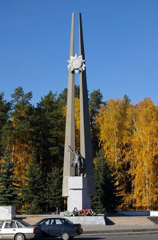 2007 год. Источник: http://photogoroda.com/foto-114356-pamyatnik-voinu-osvoboditelyu-i-ansambl-ploshadi-pobedy-monu.html