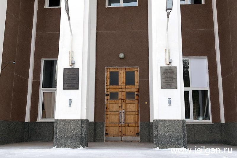 Памятные доски на здании №125, промышленная площадка № 9. Источник: