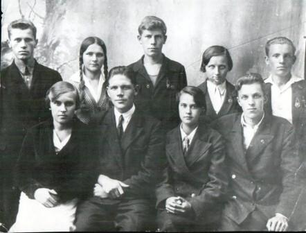 Кондрин С.Ф. с товарищами по школе (слева)