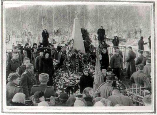 Чебаркуль. Траурный митинг общественности города и гарнизона 23 февраля по случаю 40-летия годовщины Советской Армии. 1958 год.