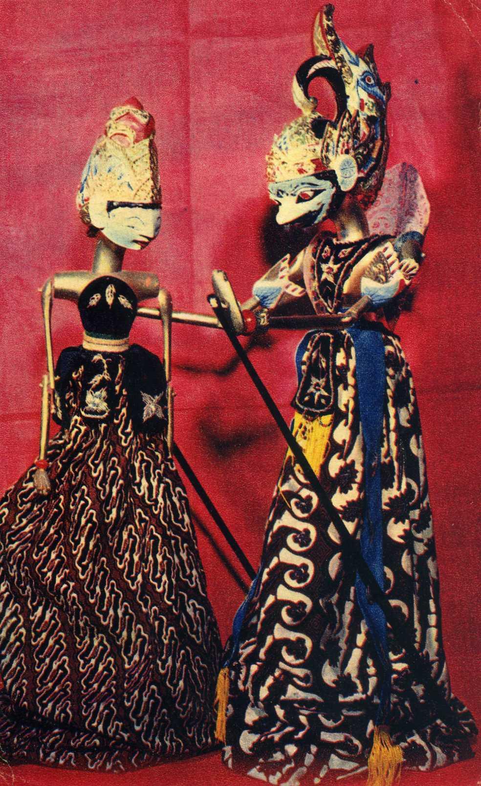 ПРИНЦ ГАТОТКАЙЯ И ПРИНЦЕССА ДЕВИ АРИМБИ. Традиционный театр кукол Индонезии. Музей Государственного центрального театра кукол. Открытка 1968 г.