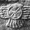 ассирия-Nimrud_stele_winged_sun.jpg