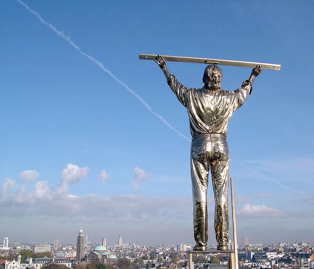 Man_die_de_wolken_meet_1999_Antwerpen