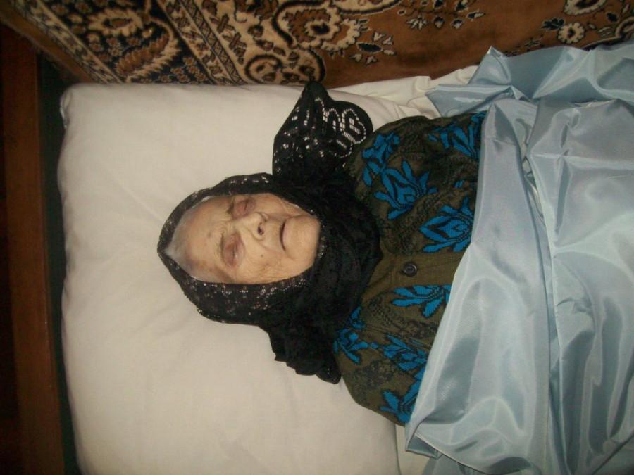 К чему снится мертвая бабушка с цветущей вишней