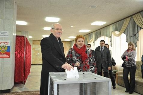 Хамитов голосует