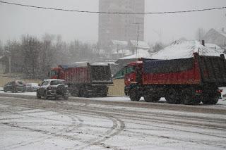 Асфальт в снегу