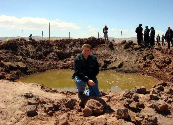 Кратер Каранкас в Перу. Он образовался 15 сентября 2007 года, и имеет диаметр 13 метров, а глубину 4.5 метра.