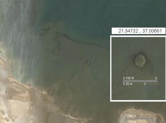 свежий кратер на побережье Судана