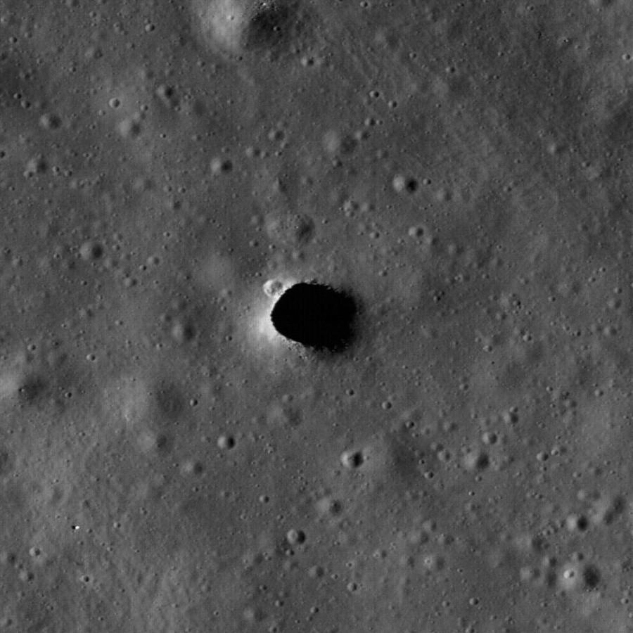дыра Мариуса на снимках LRO