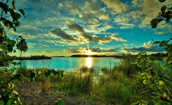 nebo_oblaka_solnce_voshod_peyzazh_2605x1600