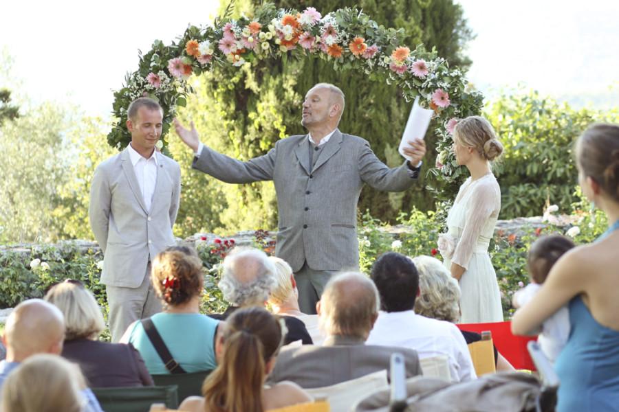символическая церемония в Тоскане