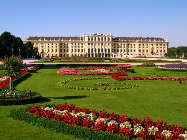 Schoenbrunn-Palace-640x480