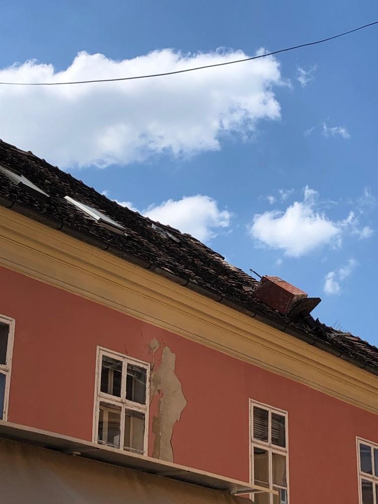 Вот так выглядят крыши в Верхнем городе. Ходить под этим опасно, как вы понимаете