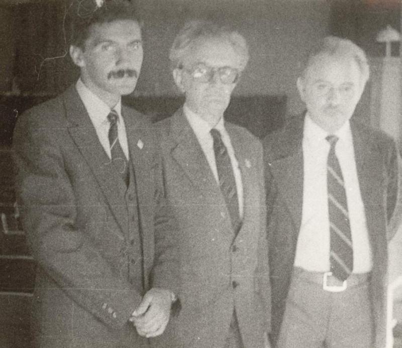 Конференция по медицинской антропологии в Новосибирске (1984 год). Справа налево: профессор Борис Александрович Никитюк, профессор Валентин Сергеевич Сперанский и аспирант Александр Анатольевич Зайченко