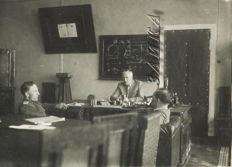 КнА завод 126 военпред Горбачев директор Белиловский Сергей Иванович  копия.jpg