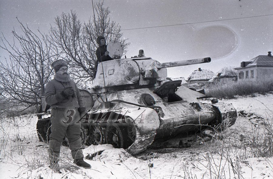 Ротмистров у Т-34 копия.jpg