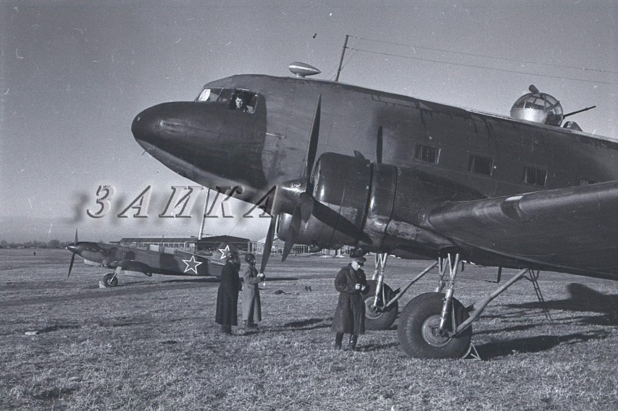 Як-7В и Ли-2копия.jpg